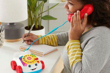Ahora pueden realizar llamadas de verdad con la nueva versión del Teléfono Parlanchín de Fisher-Price