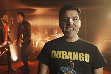 Ariel Mateluna se multiplica en el nuevo video de un emblema del punk local