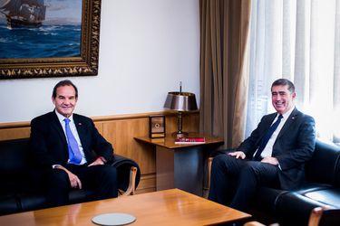Ministros Allamand y Desbordes se reúnen para coordinar áreas y temas de interés para Cancillería y Defensa