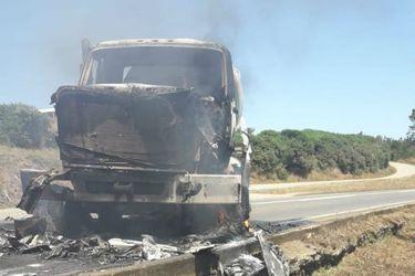 Desconocidos queman cinco camiones en ataques simultáneos en Cañete