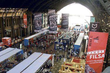 Feria del Libro de Santiago permanece en suspenso
