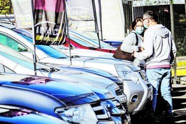 Efecto del 10%: ventas del comercio minorista registran en octubre su mayor salto en una década y destacan los automóviles