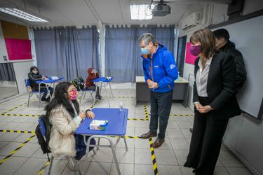 Habilitan colegio municipal en Lo Barnechea como guardería para niños de entre 4 y 13 años