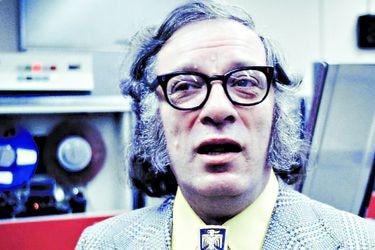 Asimov, el escritor que imaginó el futuro, revive en libros y serie