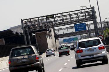 Flujo por autopistas urbanas llega a cifras prepandemia y el tráfico aéreo sigue repuntando