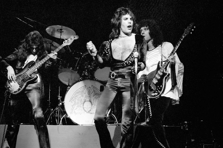 Photo of QUEEN and John DEACON and Freddie MERCURY and Brian MAY