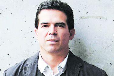 """Edmundo Paz Soldán, escritor boliviano: """"Los movimientos cívicos desconocen a Mesa como líder opositor"""""""