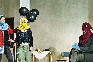 Escena de B, dirigida por Sam Pritchard.