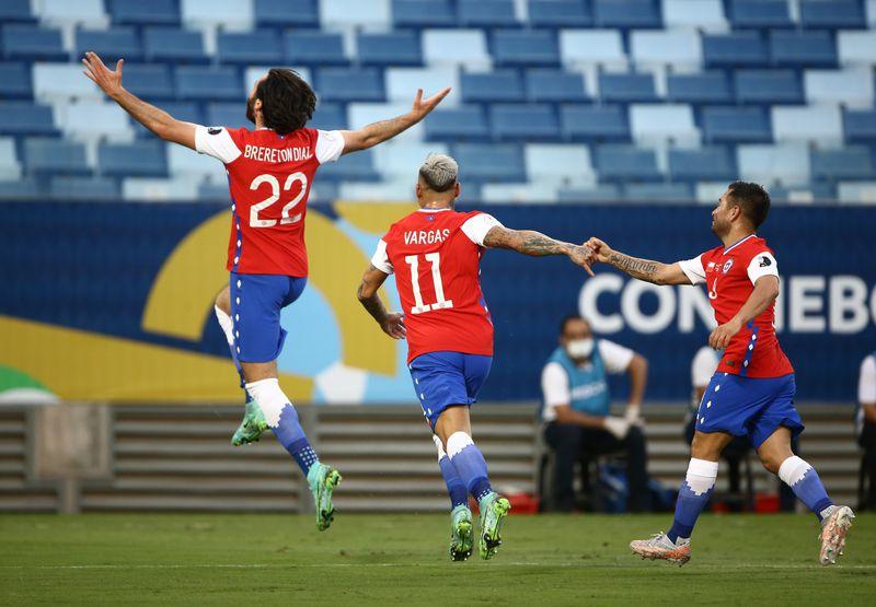 Ben Brereton abrió la cuenta para Chile ante Bolivia.