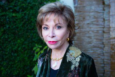 """Isabel Allende sobre el coronavirus: """"Lo peor y lo mejor de cada uno de nosotros se manifiesta al desnudo"""""""