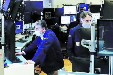 Bolsas suben empujados por Asia y una mayor estabilidad en los bonos del Tesoro de EEUU