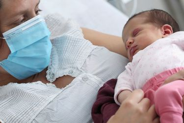 Pandemia coincide con caída en las tasas de natalidad en el mundo