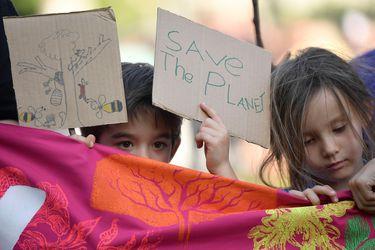 Sondeo global revela que cuatro de cada 10 jóvenes duda acerca de tener hijos debido al cambio climático