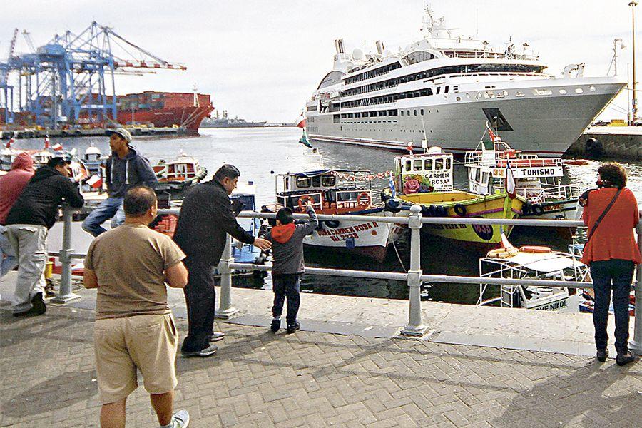 Recalan primeros cruceros en Valparaiso