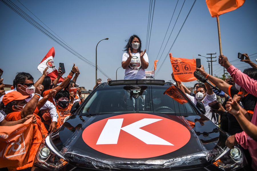 Keiko Fujimori acude a la figura de su padre en la recta final de su campaña  - La Tercera
