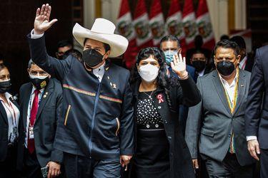 "Lilia Paredes, la profesora rural que rompe el esquema ""tradicional"" de primera dama en Perú"