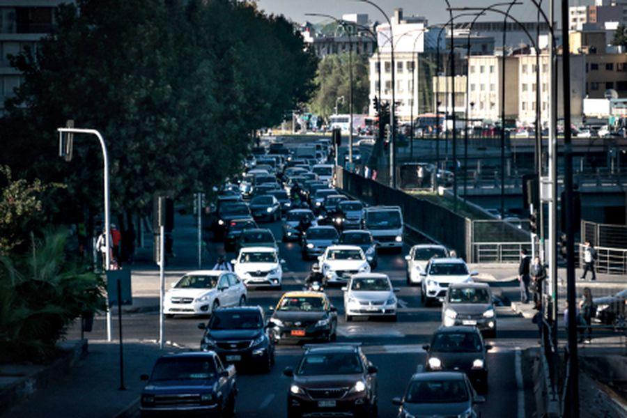 La avenida Manuel Rodríguez, a la altura de Agustinas, fue uno de los puntos con mayor congestión esta mañana. Foto: Luis Sevilla/La Tercera