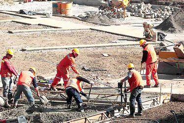 Encuesta UC: recuperación del empleo se estanca tras inicio de Fase 2