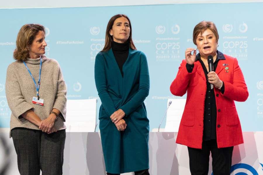 De derecha a izquierda: Teresa Ribera, Carolina Schmidt y Patricia Espinosa.
