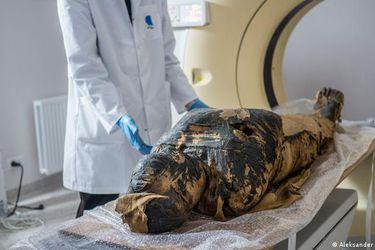 Arqueólogos descubren la primera momia egipcia embarazada del mundo