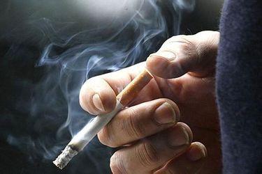 EE.UU. aumenta a 21 años edad para comprar cigarros y por primera vez número de fumadores en el mundo se reduce