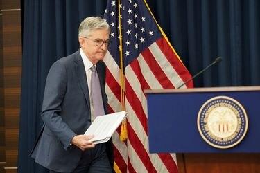 Powell reitera que queda un largo camino para tener pleno empleo en EEUU