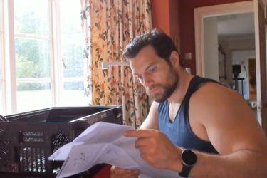 Incrementen su apreciación por Henry Cavill con este video del actor armando un PC