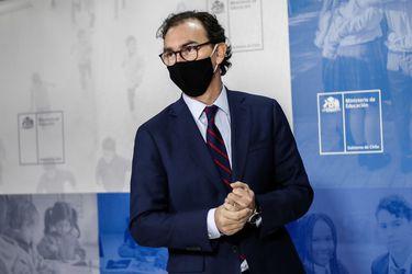 """Ministro Figueroa cuestiona """"compromiso"""" de algunos sostenedores para volver a clases"""