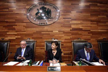 """Brahm defiende su declaración ante el pleno del TC y ministro Vásquez la acusa de """"presidencia autodestructiva"""""""