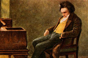 """Laura Tunbridge, biógrafa británica: """"Beethoven se sorprendería de lo bien que pueden sonar hoy sus sinfonías"""""""