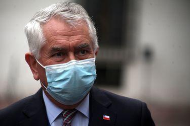 """Ministro Paris y protocolo en funeral de Bernardino Piñera: """"Si una familia tiene un pariente en un ataúd hermético, tendrá las mismas condiciones"""""""