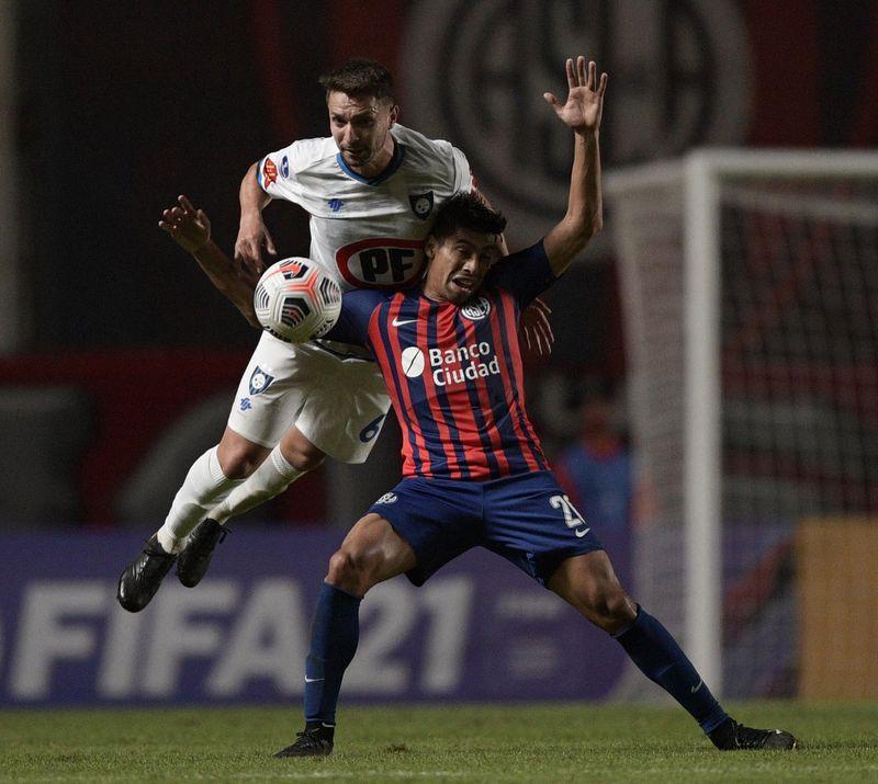 Claudio Sepúlveda, capitán de Huachipato, hizo un buen partido en el histórico triunfo ante San Lorenzo, en Buenos Aires, por la Copa Sudamericana.