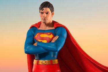 Admiren esta maravillosa figura del Superman de Christopher Reeve