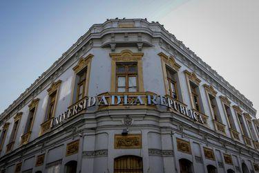 """El lobby de la Universidad La República y la """"presión"""" del Senado para evitar el cierre"""