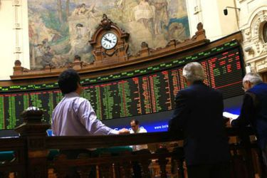 Inversionistas liquidan posiciones en activos locales y saltan tasas de bonos