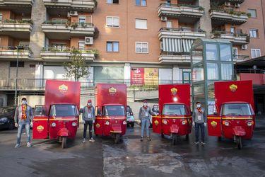 El activo rol de la Roma: entrega mercadería a sus abonados ancianos y ofrece ingreso gratuito a trabajadores de la salud