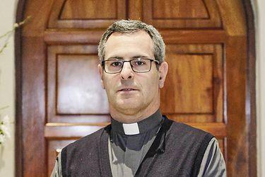 """Sergio Cobo, sacerdote víctima de Karadima, pide un año de """"discernimiento"""""""