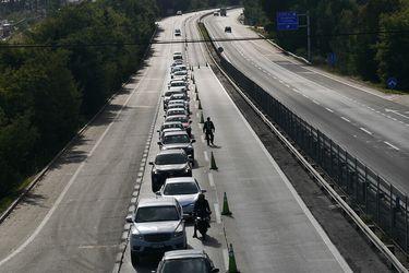 140 mil vehículos salieron de la RM este fin de semana largo, 50 mil más de lo proyectado