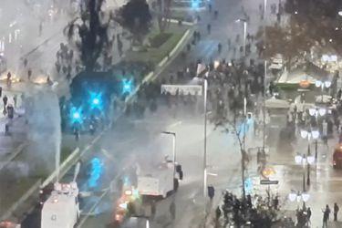 RM: Se registran disturbios en medio de manifestaciones en la Alameda