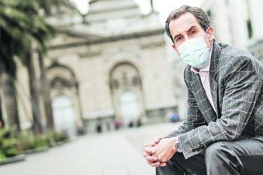 """Felipe Alessandri, alcalde de Santiago: """"Al menos mil locales han sido afectados en las últimas dos semanas"""""""