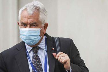 """Paris anuncia que el lunes llegarán 2 millones de dosis Sinovac y advierte que ante el aumento de los contagios """"hay que volver a revisar algunas medidas"""""""