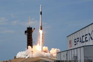 La cápsula Crew Dragon de SpaceX llegó a la Estación Espacial Internacional