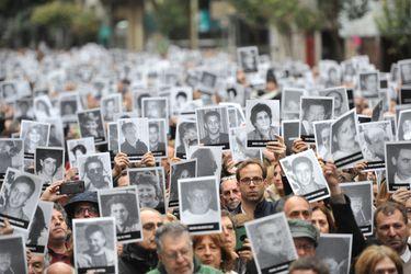"""Gobierno de Argentina dice que """"no cesará"""" hasta encontrar a los responsables del atentado contra mutual judía"""