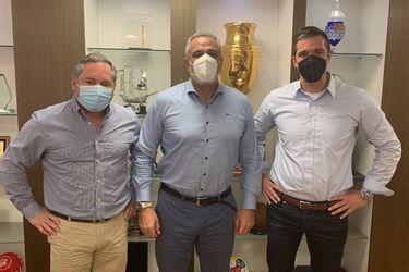 Michael Clark, a la derecha, en la visita protocolar que realizó a la ANFP. A la izquierda, Cristián Aubert y al centro, Pablo Milad.