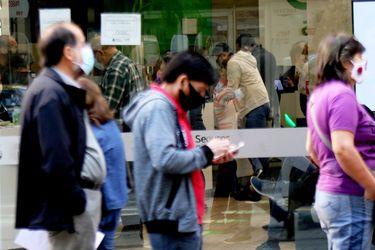 Deuda de los hogares chilenos siguió aumentando y reprogramaciones de créditos ya superan las 800 mil