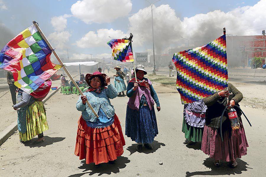 Supporters-of-the-former-president-of-Bolivia--Evo-Morales-protest-in-El-Alto-(47320080)