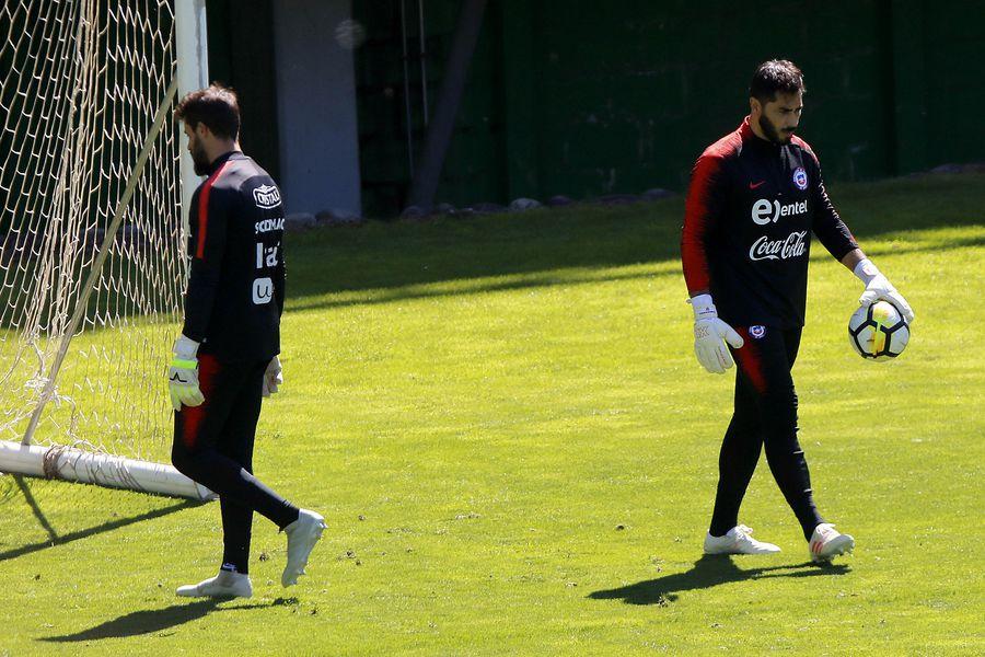 Johnny Herrera, en un entrenamiento de la Selección.
