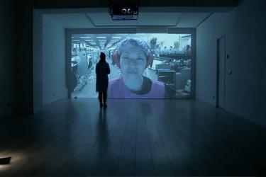 """Dries Verhoeven, artista holandés: """"Necesitamos reunirnos en persona, mirarnos a los ojos"""""""
