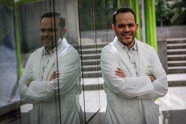 """Darwin Acuña, presidente de la Sochimi: """"Mientras más pacientes hay, igual hay un impacto en la calidad de atención"""""""