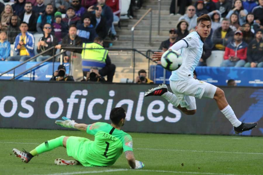 Paulo Dybala durente el último partido entre Chile y Argentina por la Copa América 2019